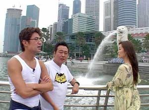 13年前に放送された「シンガポール旅」での(左から)大竹一樹、三村マサカズ、大江麻理子キャスター(C)テレビ東京