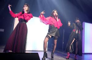 初ライブを開催した「LAPIS ARCH」の(左から)梅山恋和、山本彩加、上西怜(C)NMB48