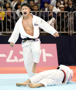 19年4月、全日本選抜体重別で阿部(下)を破った丸山