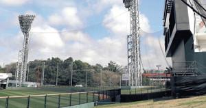 高く張られた外野の防球ネット