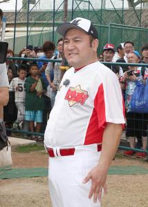 ブルペンで佐々木朗希の投球を見学したアンタッチャブルの山崎弘也