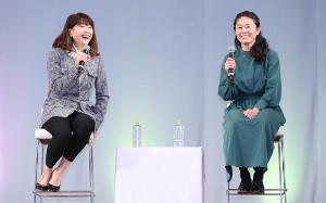 AOSYNスペシャルトークショーに登場した高橋尚子さん(左)、澤穂希さん
