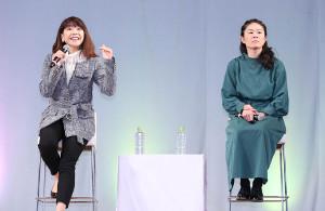 AOSYNスペシャルトークショーに登場した高橋尚子さん(左)、澤穂希さん(カメラ・竜田 卓)
