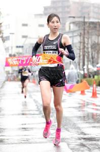 10キロの部女子で優勝した秋山桃子(カメラ・杉山 彰一)