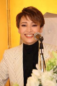 退団会見を開いた宝塚歌劇雪組トップスター・望海風斗