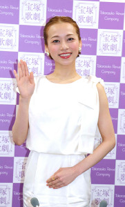 退団会見を開いた宝塚歌劇雪組トップ娘役・真彩希帆