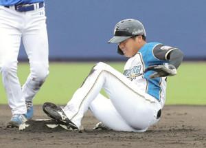 8回無死一塁、二盗を決めた際に足を痛めた平沼翔太