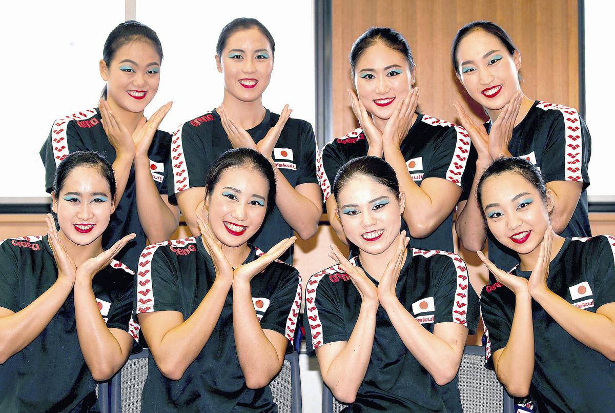 アーティスティックスイミング日本代表、五輪メダルへ「青メイク」