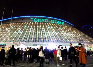 Perfume公演が中止になり東京ドーム前で途方にくれるファンたち