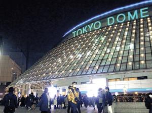 公演中止になったが東京ドームに訪れたファンら