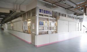無観客開催のため閑散とした奈良競輪場の車券売場 (カメラ・馬場 秀則)