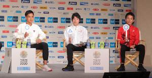会見で質問に答える(左から)大迫傑、設楽悠太、井上大仁(カメラ・清水 武)