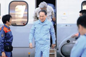 迫真の演技で首相を演じる佐野