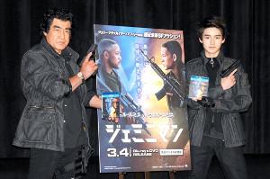 親子共演を果たした藤岡弘、(左)と藤岡真威人