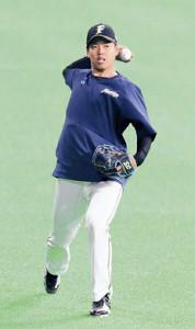 キャッチボールで調整する帯広出身の日本ハム・杉浦
