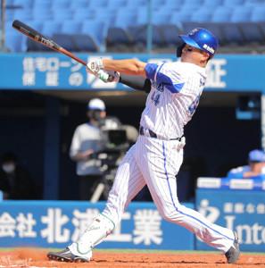 3回無死一、二塁、中越え3ラン本塁打を放った佐野 恵太