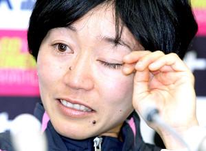 ロンドン五輪代表の選考を兼ねた2012年3月の名古屋ウィメンズマラソンで6位に終わり、会見で涙を流した野口みずき