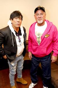 対談した大仁田厚(左)と武藤敬司(撮影・笠井浩司=KKフォトグラフ)