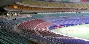 2月29日、無観客のナゴヤドームで行われた中日対広島のオープン戦。ネット裏後方に放送ブースが設置されている