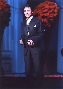 雪組「ワンス アポン ア タイム イン アメリカ」の第1幕ラストシーンの望海風斗(C)宝塚歌劇団