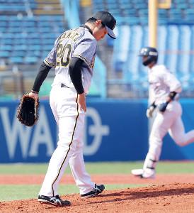 広岡(右)に本塁打を浴びた中田