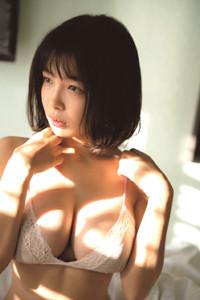 初の写真集を発売した寺本莉緒(C)LUCKMAN/ヤングマガジン