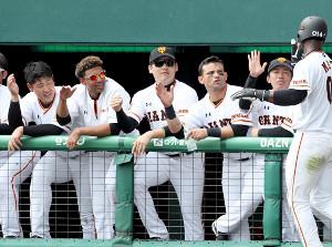 巨人の外国人選手は「勤勉軍団」(左から)、岡本和真、サンチェス、丸佳浩、パーラら