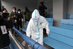 ナゴヤ球場では消毒作業が行われた(カメラ・長尾 隆広)