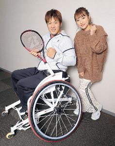 東京パラリンピックへ意気込みを語った菅野浩二(左)と高橋みなみ