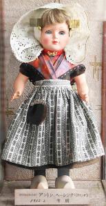 ヘーシンク氏が贈ったオランダ人形。警視庁武道館に保管されている