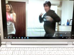 無料のボクシング講座を開講した井岡弘樹会長と絵美夫人