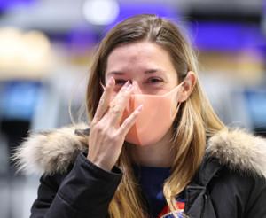母国・フランスへ帰国するミシェル騎手は関係者と別れを惜しみ涙を流した