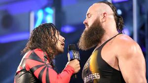 ユニバーサル王者・ストローマン(右)に宣戦布告した中邑真輔(C)2020 WWE, Inc. All Rights Reserved.