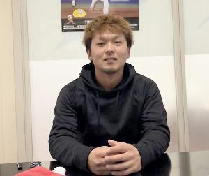 ファンからの質問を待つロッテ・田村(球団提供)