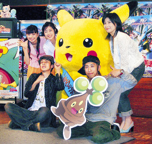 05年「劇場版ポケットモンスター」の公開アフレコを行った(左から)ベッキー、西野亮廣、菊池桃子、梶原雄太、岡江さん