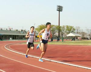 昨年4月の関東私学6大学対校でデッドヒートを繰り広げた東洋大・相沢晃(右)と東京国際大・伊藤達彦。今年の大会は中止となった