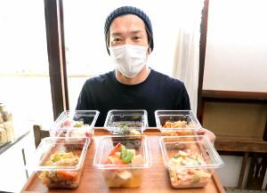 新型コロナウイルスによる苦境を乗り越えるためテイクアウトで営業を再開した加地さん(カメラ・石田 順平)