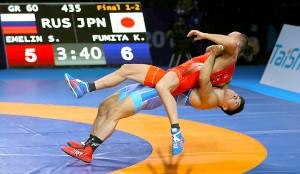 昨年の世界選手権男子グレコローマン60キロ級決勝で豪快な反り投げを決める文田健一郎(下)