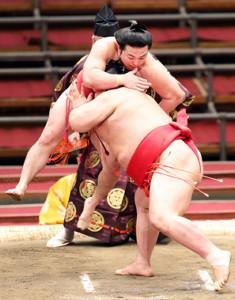 春場所8日目、阿武咲戦の立ち合いではっそう跳びを見せた炎鵬