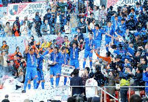 08年11月、ナビスコ杯で優勝し、歓喜に湧く大分イレブン