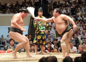 初っ切りを披露する勝武士さん(右)と恵比寿丸