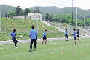 福島市内の練習場でトレーニングに励むJ3福島の選手たち(福島ユナイテッドFC提供)