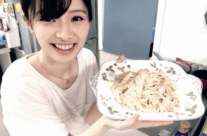 OUCプロジェクトで料理するAKBの武藤十夢