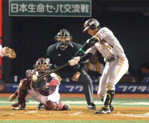 10回1死満塁、プロ初安打となる中前2点適時打を放った大田