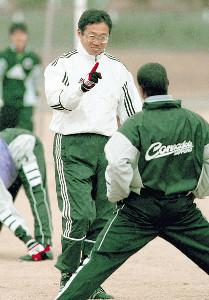1999年、コンサドーレ札幌を指揮した岡田武史監督
