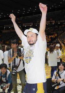 2017年のBリーグチャンピオンシップを制し、喜びに浸った栃木・田臥勇太