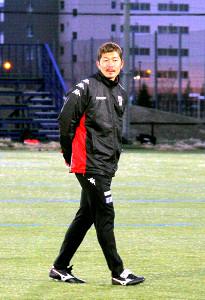 クラーク記念国際高サッカー部のコーチも兼任する横山氏