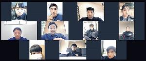 山中慎介氏(中段左から2人目)が講師となり、ボクシング五輪代表および候補選手らにオンライン講座を行った(日本ボクシング連盟提供)