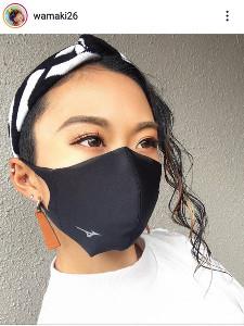 即日完売の人気を博した「ミズノマスク」姿を投稿した陸上女子短距離の和田麻希(本人のインスタグラム@wamaki26より)