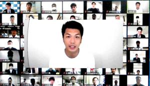 テレビ会議アプリを使ったオンラインエール授業で、全国の高校生ボクサーら相手に講義をした村田諒太(中央)